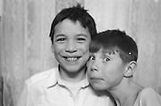 Nicusor Esanu (à gauche) à 8 ans en 1993. Nicusor, dont le surnom est Nicu, a été abandonné quand il était petit avec son grand frère Radu. Leur mère, qui les élevait seule, n'avait pas les moyen de les garder. Jusqu'à sa mort tragique à la fin des années 90 - elle s'est fait renverser par une voiture -, elle est venue les voir régulièrement à l'orphelinat.<br /> <br /> Nicusor Esanu (left) at 8 at Popricani's orphanage in 1993. Nicusor (nicknamed Nicu) was abandoned when he was an infant with his older brother Radu. Their mother who was a single mum was too poor to raise them. She used to often come and see them at the orphanage till she tragically died at the end of the 90s hit by a car.