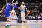 DESCRIZIONE : Beko Legabasket Serie A 2015- 2016 Dinamo Banco di Sardegna Sassari - Enel Brindisi<br /> GIOCATORE : David Logan<br /> CATEGORIA : Palleggio<br /> SQUADRA : Dinamo Banco di Sardegna Sassari<br /> EVENTO : Beko Legabasket Serie A 2015-2016<br /> GARA : Dinamo Banco di Sardegna Sassari - Enel Brindisi<br /> DATA : 18/10/2015<br /> SPORT : Pallacanestro <br /> AUTORE : Agenzia Ciamillo-Castoria/C.Atzori