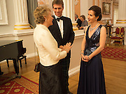 LADY OGILVY-WEDDERBURN; JEREMY GARRETT-COX. MRS. JEREMY GARRETT-COX; The National Trust for Scotland Mansion House Dinner. Mansion House, London. 16 October 2013