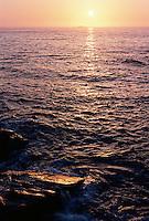 Vakker solnedgang sett fra Vigra.<br /> Foto: Svein Ove Ekornesvåg