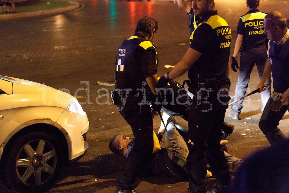 Scenes of violence in the Explanada del Rey during the MTV Beach Festival
