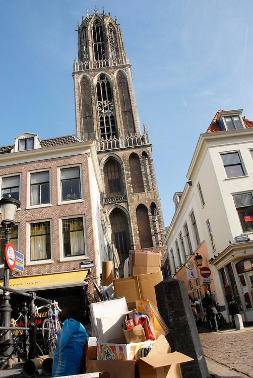 Utrecht,28okt 2009.Binnenstad van Utrecht.Het oud papier staat klaar om opgehaald te worden.. Foto: (c) Renee Teunis