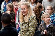 Koningin Maxima en prinses Mabel tijdens de Conferentie voor Mental Health and Psychosocial Support in het Koninklijk Instituut voor de Tropen. <br /> <br /> Queen Maxima and Princess Mabel during the Conference for Mental Health and Psychosocial Support at the Royal Tropical Institute.<br /> <br /> Op de foto / On the photo:  Aankomst Prinses Mabel / Arrival of Princess Mabel
