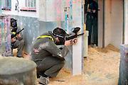 Nederland, Zutphen, 11-8-2012Een groep jongeren, jongens, speelt Paintball bij paintballworld, prisonbreak in een afgedankte gevangenis.Foto: Flip Franssen/Hollandse Hoogte