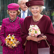 NLD/Amsterdam/20150923- Prinses Beatrix en Koningin Sonja van Noorwegen openen Munch-expo van de Noorse kunstenaar Evard Munchin in het van Gogh Museum, Koningin Sonja en prinses Beatrix