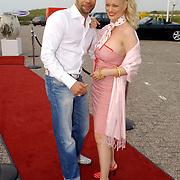 NLD/Bloemenaal/20050601 - Haringparty Showtime Noordzee FM, Humphrey Proeve en partner Monique Sluyter