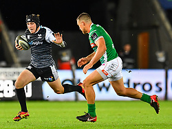 Sam Davies of Ospreys in action during todays match<br /> <br /> Photographer Craig Thomas/Replay Images<br /> <br /> Guinness PRO14 Round 4 - Ospreys v Benetton Treviso - Saturday 22nd September 2018 - Liberty Stadium - Swansea<br /> <br /> World Copyright © Replay Images . All rights reserved. info@replayimages.co.uk - http://replayimages.co.uk