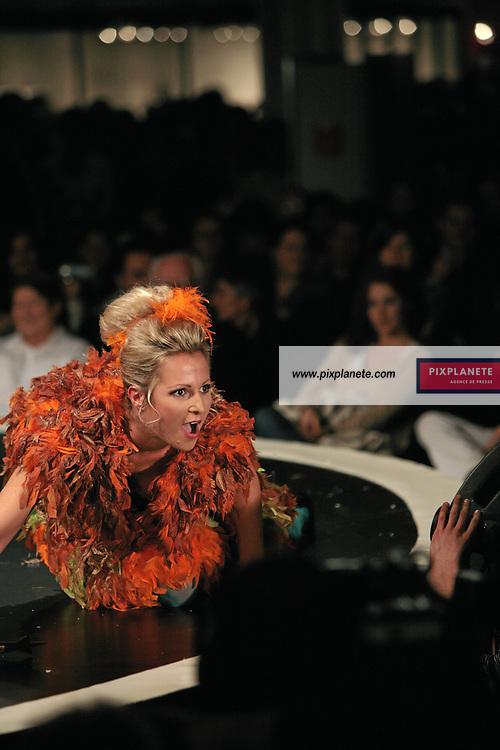 Charlotte Marin - (mention obligatoire :) Salon du Chocolat - Maquillage / Coiffure Lucie Saint-Clair - Paris, le 18/10/2007 - JSB / PixPlanete