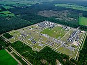 Nederland, Overijssel, Gemeente Ommen; 21–06-2020; Aardgasstation Vilsteren, compressor- en verdeelstation voor aardgas. Op het terrein in Vilsteren komt gas binnen van verschillende oorsprong, onder andere uit Slochteren en vanuit aardgasvelden op het continentaal plat. Dit gas wordt gemengd en verder getransporteerd naar kleinere verdeelcentra in Nederland. Ook wordt er gas voor export naar Duitsland getransporteerd. Het landelijke gastransportnet wordt beheerd door Gas Transport Services B.V. (GTS), dochteronderneming van N.V. Nederlandse Gasunie.<br /> Gas station Vilsteren, compressor and natural gas distribution station.<br /> luchtfoto (toeslag op standard tarieven);<br /> aerial photo (additional fee required)<br /> copyright © 2020 foto/photo Siebe Swart