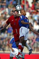 Fotball<br /> Treningskamp<br /> Frankrike v Andorra<br /> 28. mai 2004<br /> Foto: Digitalsport<br /> NORWAY ONLY<br /> JEAN ALAIN BOUMSONG (FRA) / ANTONI LIMA (AND)