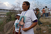 in Reynosa, Tamaulipas, the caravan of central american mothers arrives to the border with the United States, where they throw flowers into the Bravo River. Tamaulipas is one of the most dangerous places for mexican and central american migrants due to the presence of criminal groups. (Photo: Prometeo Lucero)