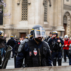 Policiers et gendarmes des Compagnies Républicaines de Sécurité (CRS), Compagnies d'Intervention (CI) et Escadrons de Gendarmerie Mobile (EGM) le 1er mai 2016 en maintien de l'ordre lors du trajet et de la dispersion  place Denfert-Rochereau de la manifestation du 17 mai contre la Loi Travail.<br /> Mai 2016 / Paris (75) / FRANCE<br /> Voir le reportage complet (86 photos)<br /> http://sandrachenugodefroy.photoshelter.com/gallery/2016-05-MO-manifestation-17-mai-Complet/G0000vFokoY1yCLE/C0000yuz5WpdBLSQ