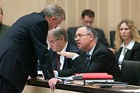 07 NOV 2003, BERLIN/GERMANY:<br /> Roland Koch (L), CDU, Ministerpraesident Hessen, und Hans Eichel (R), SPD, Bundesfinanzminister, im Gespraech, Bundesratsdebatte zu den Themen Dienstleistungen am Arbeitsmarkt und Sozialhilferecht, Plenum, Bundesrat<br /> IMAGE: 20031107-01-055<br /> KEYWORDS: Gespräch