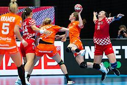 Laura Van Der Heijden of Netherlands, Ana Debelic of Croatia during the Women's EHF Euro 2020 match between Croatia and Netherlands at Sydbank Arena on december 06, 2020 in Kolding, Denmark (Photo by RHF Agency/Ronald Hoogendoorn)