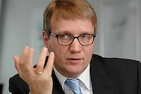 09 JAN 2007, BERLIN/GERMANY:<br /> Ronald Pofalla, CDU Generalsekretaer, waehrend einem Interview, in seinem Buero, CDU Bundesgeschaeftsstelle<br /> IMAGE: 20070109-01-006