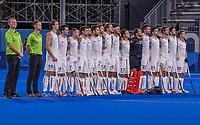TOKIO -  Line up team België  met Scheidsrechters Marcin Grochal en Coen van Bunge tijdens de hockey finale mannen, Australie-Belgie (1-1), België wint shoot outs en is Olympisch Kampioen,  in het Oi HockeyStadion,   tijdens de Olympische Spelen van Tokio 2020. COPYRIGHT KOEN SUYK