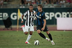Bari (BA) 21.07.2012 - Trofeo Tim 2012. Inter - Juventus. Nella Foto: Longo (I) e Vidal (J)