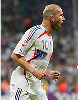 0:1 Jubel Zinedine Zidane Frankreich nach Elfmeter<br /> Fussball WM 2006 Halbfinale Portugal - Frankreich<br /> Portugal - Frankrike<br />  Norway only