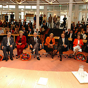 NLD/Huizen/20050428 - Lintjesregen 2005, Koninklijke onderscheiding Frits Groenewoud, Jady Snel, Jan Holsboer, Jan Oosterwijk, overzicht gedecoreerden.KO