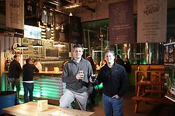 Caio de Santi (L) e Cristiano Santos da Polvo Loco sócios da 4beer, no distrito industrial de Porto Alegre. FOTO: Jefferson Bernardes/ Agência Preview