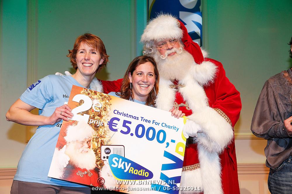 NLD/Hilversum/20121207 - Skyradio Christmas Tree, stichting Semmy en hun prijs