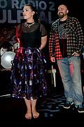 Caro Emerald krijgt de Radio 2 Mijlpaal tijdens een intiem optreden in TivoliVredenburg.<br /> <br /> Op de foto:  Caro Emerald ontvangt uit handen van Leo Blokhuis de Radio 2 Mijlpaal.