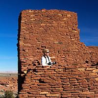 North America, USA, Arizona, Wupatki. Photographer at Wukoki Pueblo in Wupatki National Monument.