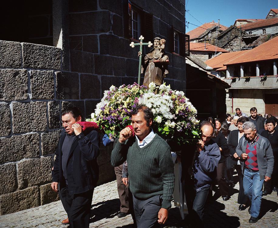 A religious procession in Pitoes das Junias.
