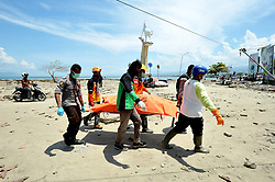 October 2, 2018 - Central Sulawesi, Palu, Indonesia - Police and search and rescue teams bring bodies from victims of the recent earthquake and tsunami, near Talise Beach in Palu, Central Sulawesi, Indonesia. According to reports, at least 844 people have died as a result of a series of powerful earthquakes that hit central Sulawesi on 28 September 2018 that triggered a tsunami. Dasril Roszandi  (Credit Image: © Dasril Roszandi/NurPhoto/ZUMA Press)
