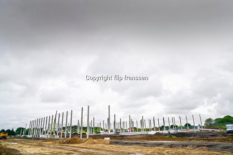 Nederland, Nijmegen, Ressen, Oosterhout, 28-9-2019Langs de snelweg a15 worden nieuwe en moderne distributiecentra gebouwd,  neergezet . Foto: Flip Franssen