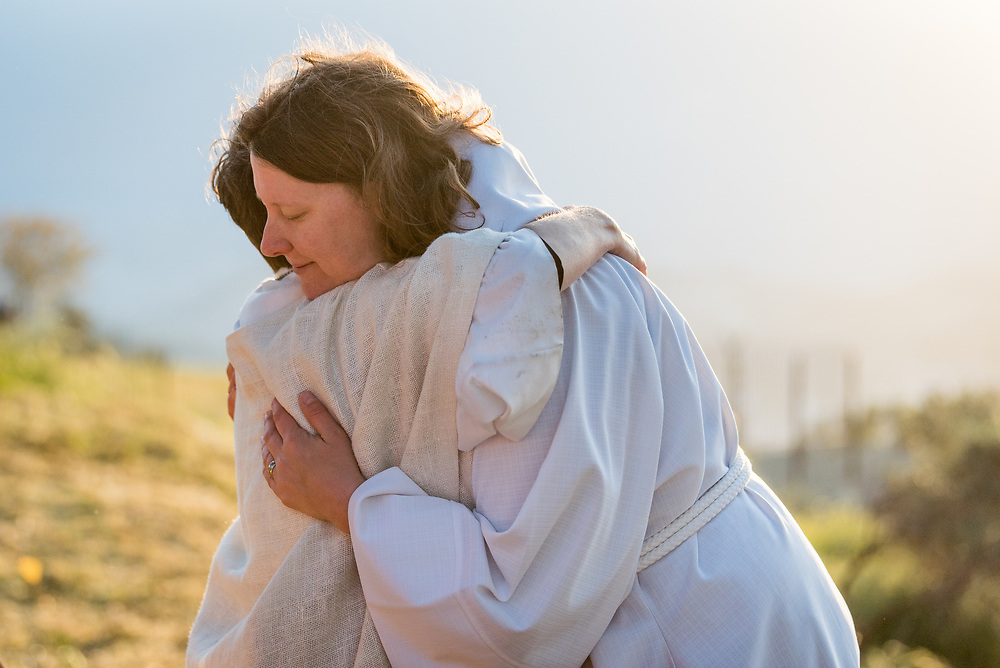 20 April 2019, Jerusalem: Carey Ballenger (left) and Jeni Falkman Grangaard (right) embrace each other after an Easter Sunday sunrise service at Jabal Allah (God's Mountain) on the Mount of Olives in Jerusalem, held by the Lutheran Church of the Redeemer (English-speaking congregation).
