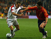 Fotball<br /> Privatlandskamp<br /> Spania v England<br /> 17. november 2004<br /> Foto: Digitalsport<br /> NORWAY ONLY<br /> England's Michael Owen challenged by Spain's Asier del Horno