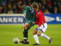 Fotball / Soccer<br /> VM-kvalifisering / World Cup Qualifier<br /> Norge v Slovenia / Norway v Slovenia<br /> 13.10.2004<br /> Foto: Morten Olsen, Digitalsport<br /> <br /> Milenko Acimovic - Lille<br /> Morten Gamst Pedersen - Blackburn