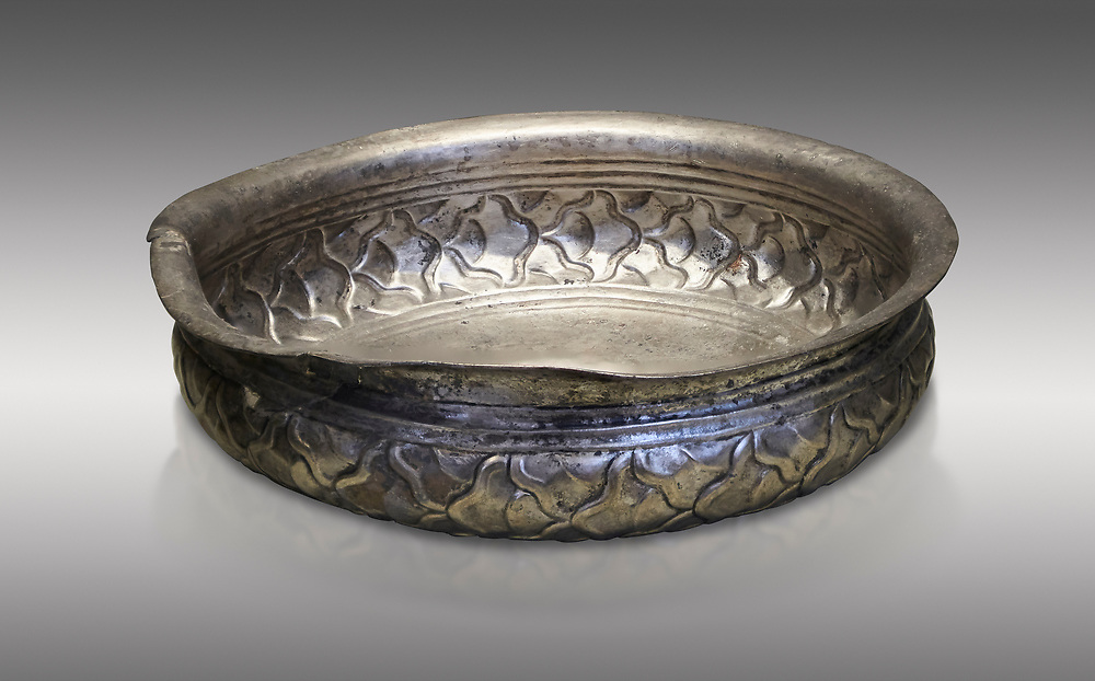 Mycenaean silver cup from the Tomb 78 of the Mycenae chamber tombs, Greece. National Archaeological Museum Athens. Grey Background<br /> <br /> This Mycenaean silver cup has a repousse  scale pattern with wish bone handles. Cat No 3121. 16th Cent BC .<br /> <br /> If you prefer to buy from our ALAMY PHOTO LIBRARY  Collection visit : https://www.alamy.com/portfolio/paul-williams-funkystock/mycenaean-art-artefacts.html . Type -   Athens    - into the LOWER SEARCH WITHIN GALLERY box. Refine search by adding background colour, place, museum etc<br /> <br /> Visit our MYCENAEN ART PHOTO COLLECTIONS for more photos to download  as wall art prints https://funkystock.photoshelter.com/gallery-collection/Pictures-Images-of-Ancient-Mycenaean-Art-Artefacts-Archaeology-Sites/C0000xRC5WLQcbhQ