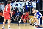 DESCRIZIONE : Cantù Lega A 2012-13 Acqua Vitasnella Cantù EA7Emporio Armani Milano  <br /> GIOCATORE : Langford Keith<br /> CATEGORIA : Palleggio<br /> SQUADRA : EA7 Emporio Armani Milano<br /> EVENTO : Campionato Lega A 2013-2014<br /> GARA : Acqua Vitasnella Cantù EA7Emporio Armani Milano <br /> DATA : 23/12/2013<br /> SPORT : Pallacanestro <br /> AUTORE : Agenzia Ciamillo-Castoria/I.Mancini<br /> Galleria : Lega Basket A 2013-2014  <br /> Fotonotizia : Cantù Lega A 2013-2014 Acqua Vitasnella Cantù EA7Emporio Armani  Milano <br /> Predefinita :