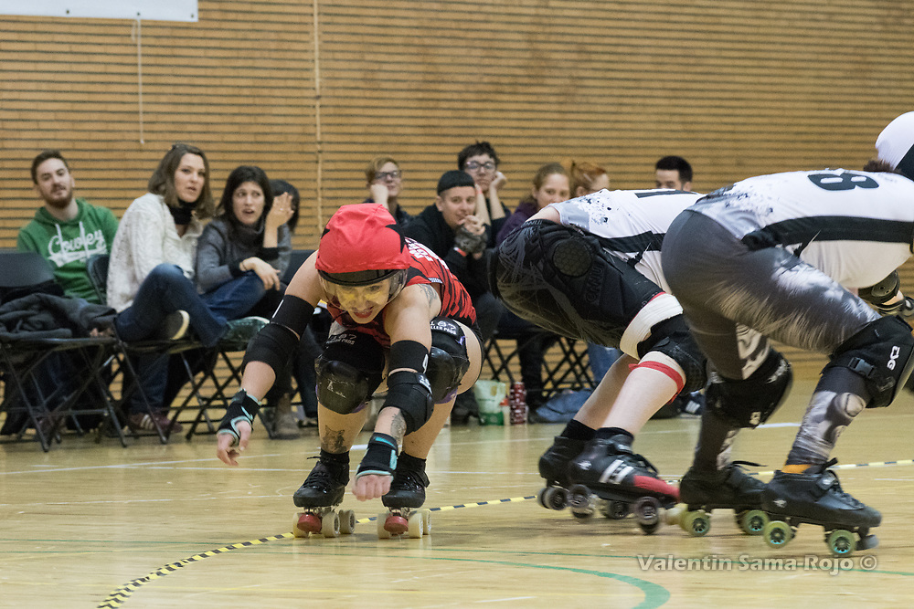 Madrid, Spain. 17th March, 2018. Jammer of Roller Derby Madrid B, #41 Malas Formas, avoiding the players of Taxider'Biches Roller Derby during the game held in Madrid. © Valentin Sama-Rojo