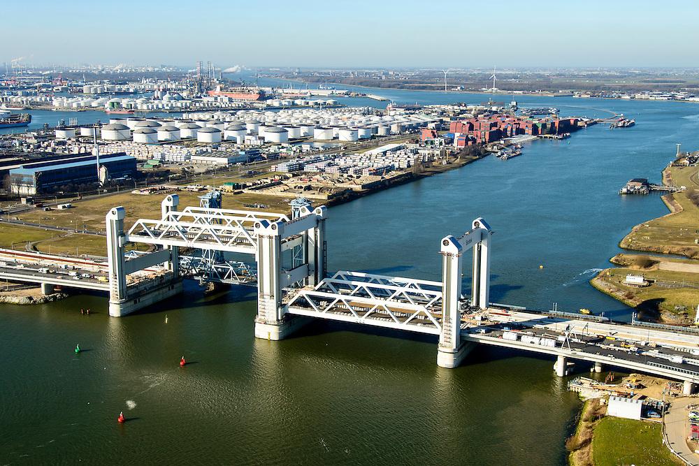 Nederland, Zuid-Holland, Rotterdam, 18-02-2015; bouw van de nieuwe Botlekbrug.<br /> De brug over de Oude Maas is een hefbrug, een van de twee brugdelen in geheven toestand. De heftorens van de oude brug gaan verscholen achter de nieuwe brug. Olietanks van Odfjell Terminals in de achtergrond.<br /> Construction of the new Botlek bridge. The bridge over the Oude Maas is a vertical-lift bridge or lift bridge, one of the two bridge sections raised. <br /> luchtfoto (toeslag op standard tarieven);<br /> aerial photo (additional fee required);<br /> copyright foto/photo Siebe Swart