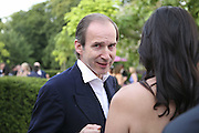 Simon de Pury, The Summer Party sponsored by Yves St. Laurent. Serpentine Gallery. 11 July 2006. . ONE TIME USE ONLY - DO NOT ARCHIVE  © Copyright Photograph by Dafydd Jones 66 Stockwell Park Rd. London SW9 0DA Tel 020 7733 0108 www.dafjones.com