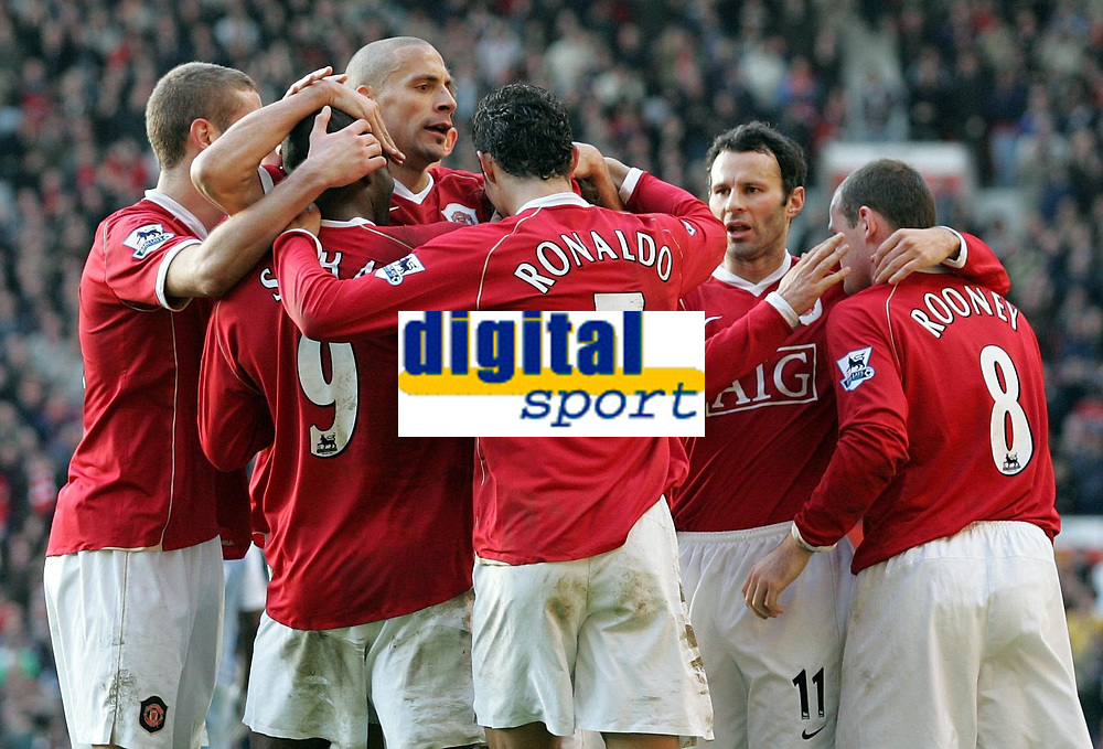 Photo: Paul Thomas.<br /> Manchester United v Manchester City. The Barclays Premiership. 09/12/2006.<br /> <br /> Louis Saha (9) and Man Utd celebrate his goal.