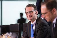 11 FEB 2014, BERLIN/GERMANY:<br /> Guenter Krings, CDU, Parl. Staatssekretaer beim Bundesminister des Innern, vor Beginn der Kabinettsitzung, Bundeskanzleramt<br /> IMAGE: 20150211-01-013<br /> KEYWORDS: Kabinett, Sitzung, Günter Krings