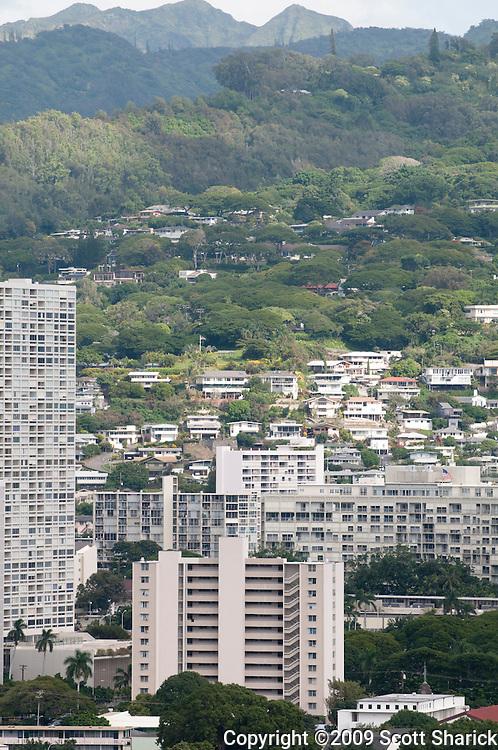 A vertical photo of Barack Obama's childhood apartment building in Makiki, Honolulu.