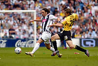 Photo: Leigh Quinnell.<br /> West Bromwich Albion v Barnsley. Coca Cola Championship. 06/05/2007. Barnsleys Simon Heslop stretches to reach West Broms  Jonathan Greening.