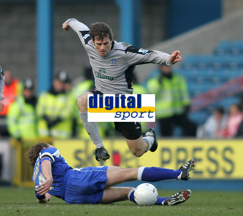 Photo: Lee Earle.<br /> Millwall v Everton. The FA Cup. 07/01/2006. Everton's Kevin Kilbane leaps over David Livermore.