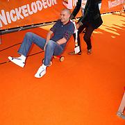 NLD/Rotterdam/20051015 - Kid's Choice Awards 2005, Lange Frans en Baas B. op skelters