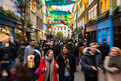 London, December 24 2017. Crowds grow in London's west end on Christmas eve as last minute shoppers hunt for gifts. PICTURED: A torrent of shoppers flows along Carnaby Street. © SWNS
