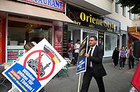 DEU, Deutschland, Germany, Berlin, 27.08.2011:<br />Lars Seidensticker, Berliner Landesvorsitzender der Bürgerbewegung pro Deutschland, während einer Spontankundgebung in der Neuköllner Flughafenstrasse.
