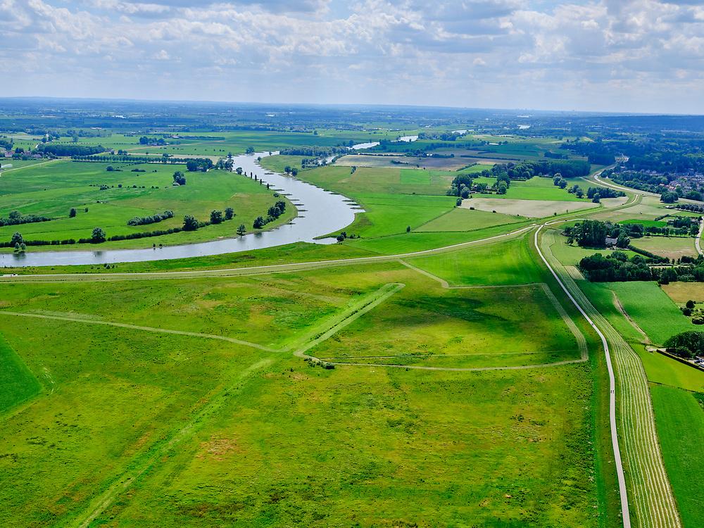 Nederland, Gelderland, Gemeente Brummen, 21–06-2020; rivier de IJssel, dijkverlegging Cortenoever. De Brummense Bandijk links, de winterdijk, is verlaagd en heeft een uitstroom-openingen gekregen en er is een nieuwe dijk aangelegd, meer landinwaarts. Het gebied tussen oude en nieuwe dijk is meestroom-gebied in geval van hoog water. Een gemaal <br /> Shifting the Cortenoever dike. A new (secondary) dike has been build, more landinward, the existing dike has been reduced in height to the to create exit opening. The area between old and new dike will flood in case of high water.<br /> <br /> luchtfoto (toeslag op standaard tarieven);<br /> aerial photo (additional fee required)<br /> copyright © 2020 foto/photo Siebe Swart