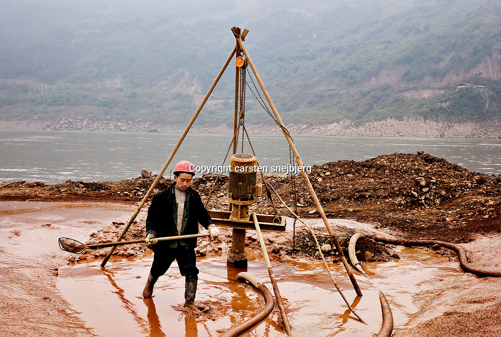 Contructions along the yangtze river in Chongqing, China, on monday 21. jan, 2008