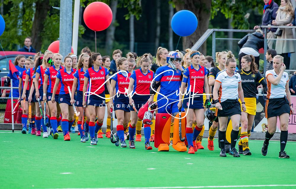 BILTHOVEN - line up  voor de eerste  play-offs wedstrijd hoofdklasse  dames,  SCHC-Den Bosch (1-0).   COPYRIGHT KOEN SUYK