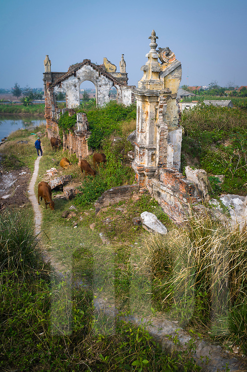 Crumbling abandoned church in <br /> Xuan Ha Village, Hai Dong Commune, Hai Hau District, Nam Dinh Province, Vietnam, Southeast Asia. Built in 1932, it was eroded by the sea until a dyke road was built to protect the land.